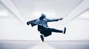 ブレイクダンスのウィンドミルのやり方と返しのコツを紹介