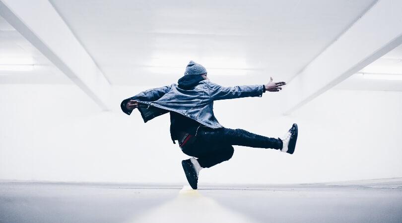 簡単なブレイクダンスの技!初心者はまずはこれから練習してみよう