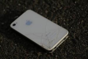 iphoneの画面が割れた際の修理!値段はどれくらい?