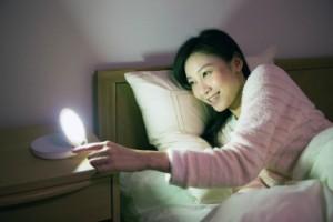 朝、目覚ましの音に気づかない時試したい5つの方法