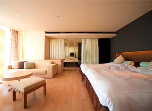 杉乃井ホテル中館の全室半露天風呂付きの洋室の部屋(グレーズフロア)